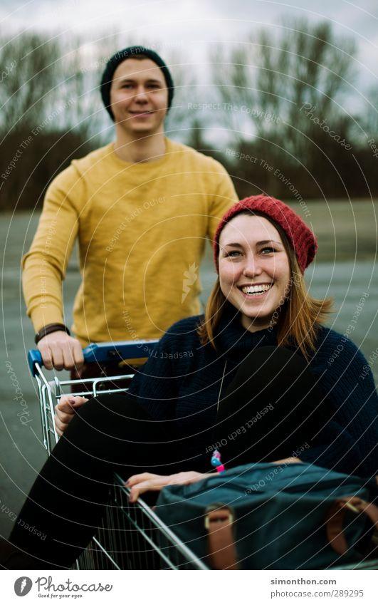 Glück Lifestyle kaufen Stil Freude Student Junge Frau Jugendliche Junger Mann Geschwister Freundschaft Paar Partner Leben 2 Mensch 18-30 Jahre Erwachsene Mütze