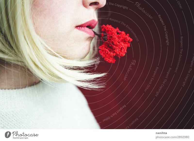 Junge Frau hält einen kleinen roten Baum. Design Mensch Erwachsene Gesicht 1 Kunst Umwelt Natur Herbst Wachstum authentisch einzigartig nachhaltig Verantwortung