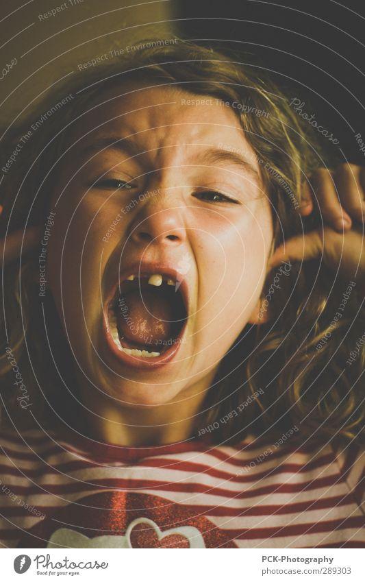 Aaarrghh Mensch Kind Mädchen Gefühle feminin Angst Kindheit gefährlich Ohr Todesangst Wut 8-13 Jahre Kleinkind Stress schreien Euphorie