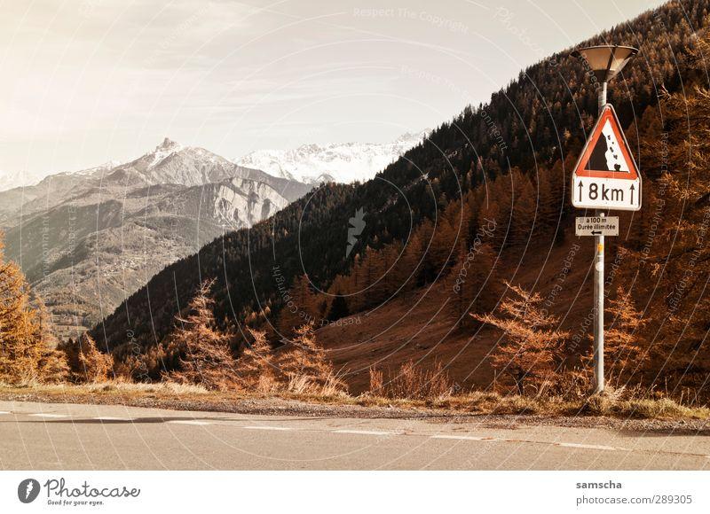 auf dem Forclaz Berge u. Gebirge Umwelt Natur Landschaft Himmel Klima Klimawandel Hügel Felsen Alpen Gipfel Schneebedeckte Gipfel Verkehrswege Straße