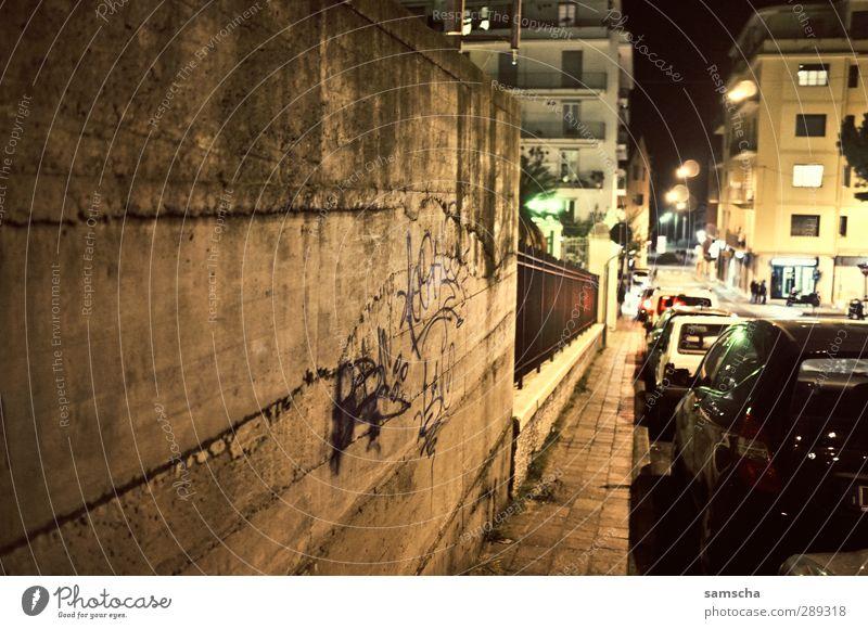 nächtliche Strassen Haus dunkel Wand Straße Architektur Mauer Gebäude hell PKW träumen gehen Beton Spaziergang Italien Straßenbeleuchtung Fahrzeug