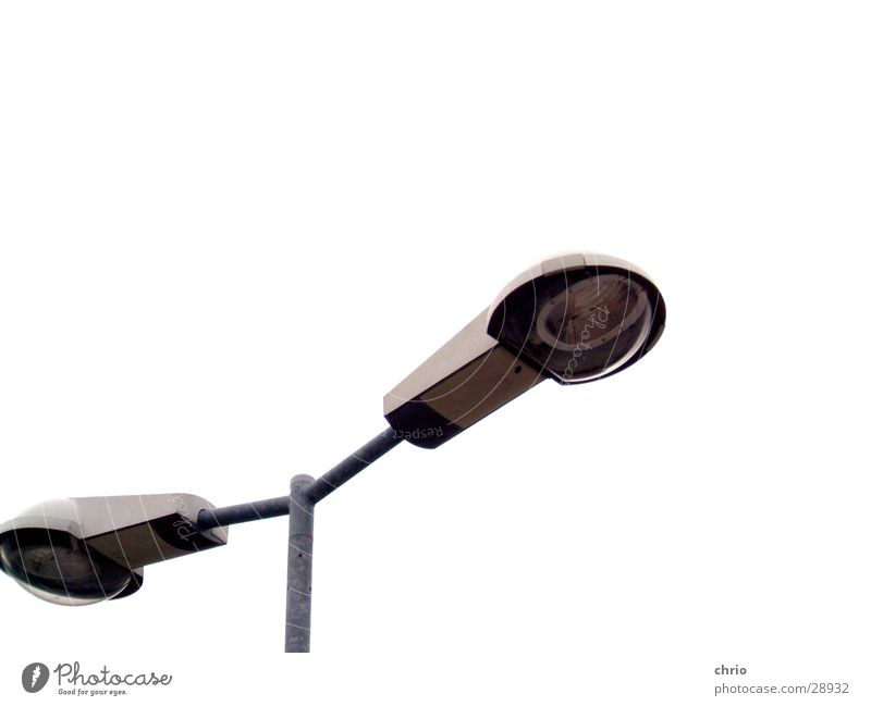 straßenlaterne Lampe Laterne Licht unterwegs Parkplatz Industrie Straße Perspektive Lichterscheinung Anschnitt