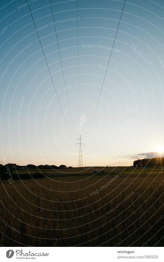 Stromleitungen im Sonnenuntergang Sommer Wirtschaft Industrie Energiewirtschaft Business Erneuerbare Energie Wasserkraftwerk Windkraftanlage Kernkraftwerk