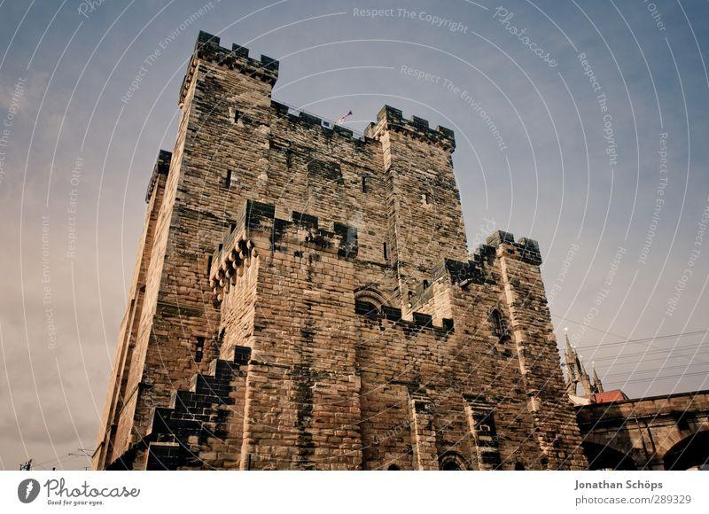 Newcastle England Großbritannien Stadt Altstadt Burg oder Schloss Bauwerk Gebäude Architektur Mauer Wand geheimnisvoll Gemäuer alt Englisch Weitwinkel Schutz