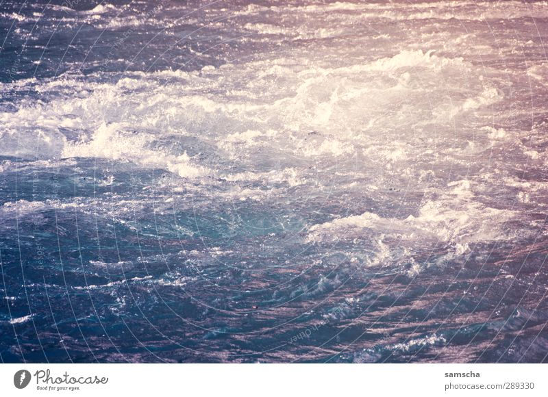 Flussabwärts Natur blau Wasser Umwelt kalt Bewegung Schwimmen & Baden natürlich wild nass Abenteuer bedrohlich Fluss Flüssigkeit Flussufer Angeln