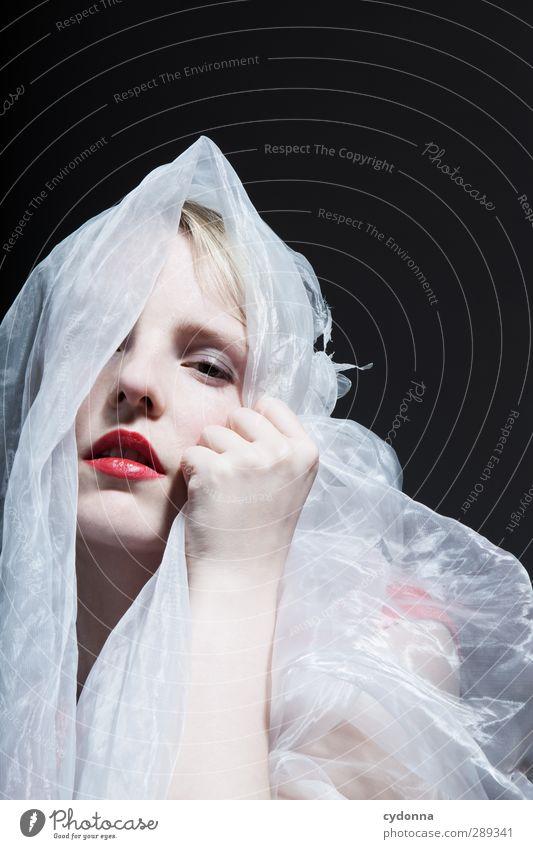 Soft Mensch Frau Jugendliche schön Erholung Erotik ruhig 18-30 Jahre Gesicht Erwachsene Leben Gefühle Stil träumen elegant Kraft