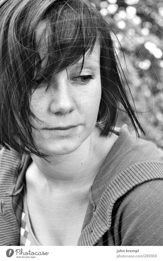 lieb' ich dich mehr feminin Junge Frau Jugendliche Partner Haare & Frisuren 1 Mensch 18-30 Jahre Erwachsene Denken Blick träumen schön Glück Zufriedenheit