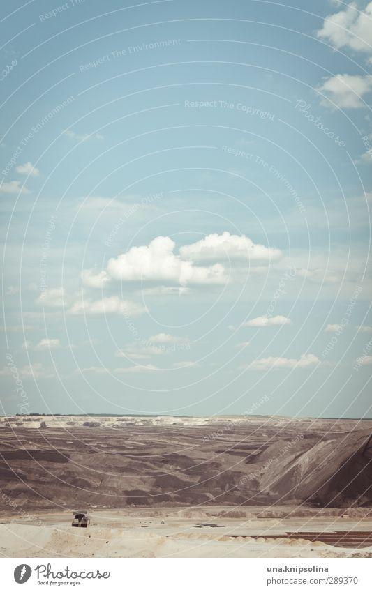 ganz viel nichts Umwelt Natur Landschaft Erde Sand Himmel Wolken Braunkohlentagebau Welzow Brandenburg Deutschland außergewöhnlich bedrohlich Unendlichkeit