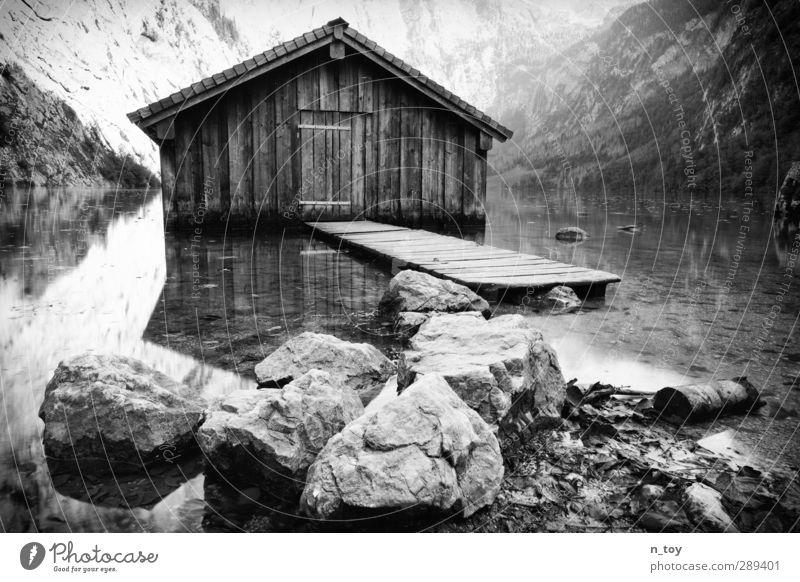 Wasserbungalow Umwelt Natur Sommer Felsen Alpen Berge u. Gebirge Seeufer entdecken Erholung natürlich Stimmung geduldig ruhig Einsamkeit Abenteuer Steg Stein