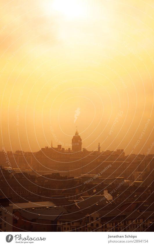 Blick auf Balmoral Edinburgh im gelben Nebel Ferien & Urlaub & Reisen Tourismus Freiheit Stadt Hauptstadt Skyline bevölkert Turm Bauwerk Gebäude Architektur