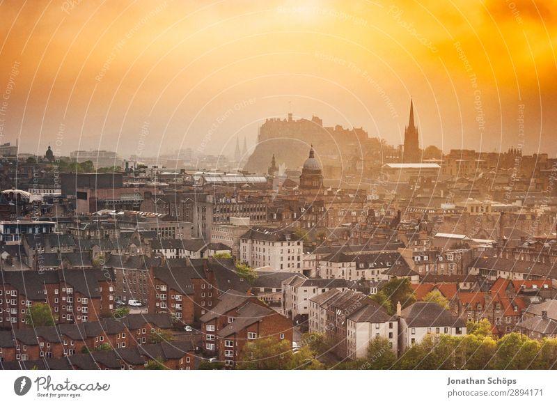 Ausblick über Edinburgh auf das Castle Ferien & Urlaub & Reisen Tourismus Freiheit wandern Baustelle Nebel Stadt Hauptstadt Altstadt Skyline bevölkert Haus
