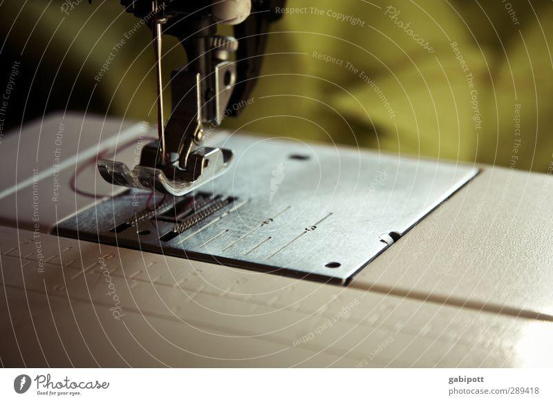 Näh mal wieder Arbeit & Erwerbstätigkeit Schneider Handwerk Handarbeit Nähmaschine grün fleißig bescheiden sparsam anstrengen Design Nähen Nähgarn Kurzwaren