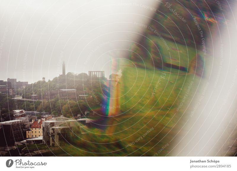 Blick auf Calton Hill in Edinburgh mit Prisma Ferien & Urlaub & Reisen Stadt Reisefotografie Tourismus außergewöhnlich Freiheit wandern Nebel Turm