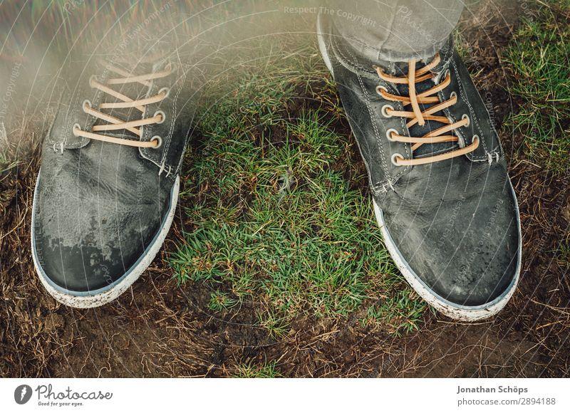 Schuhe auf der Wiese Ferien & Urlaub & Reisen Reisefotografie Tourismus Freiheit Mode wandern modern laufen trendy Schottland Leder Großbritannien Fairness