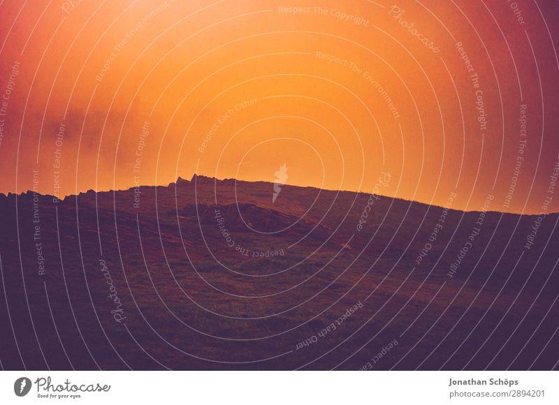 Arthur's Seat in Edinburgh im Nebel Ferien & Urlaub & Reisen Landschaft Wärme Tourismus Freiheit Felsen wandern gefährlich fallen heiß Ende Schlucht Am Rand