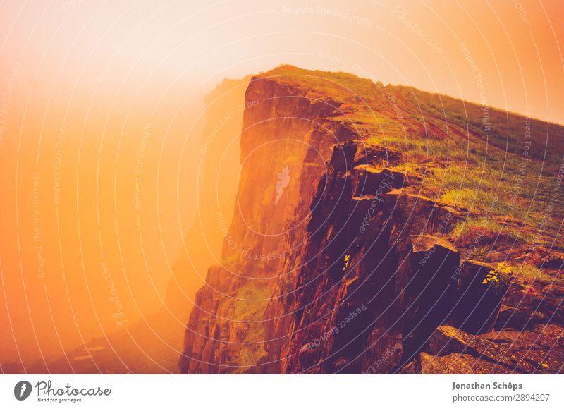 Arthur's Seat in Edinburgh im Nebel Ferien & Urlaub & Reisen Reisefotografie Wärme Tourismus Freiheit wandern gefährlich Schlucht Dunst Klippe Großbritannien