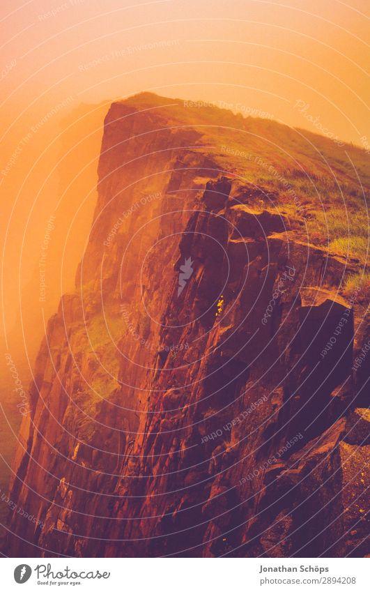 Arthur's Seat in Edinburgh im Nebel Ferien & Urlaub & Reisen Wärme Tourismus Freiheit Felsen wandern gefährlich Schlucht Dunst Am Rand Klippe Schottland steil