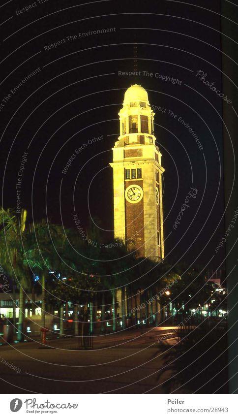 Hongkong am Hafen schwarz gelb Architektur Turm Uhr Turmuhr