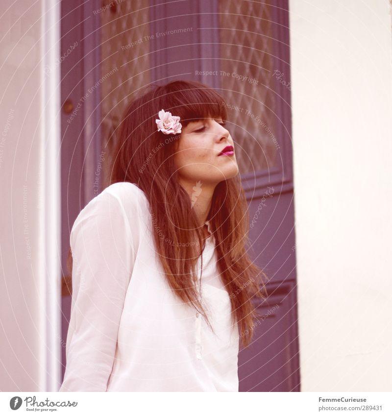Rosé. Mensch Frau Jugendliche blau schön weiß Erwachsene Junge Frau Liebe feminin Blüte Stil 18-30 Jahre träumen rosa Tür