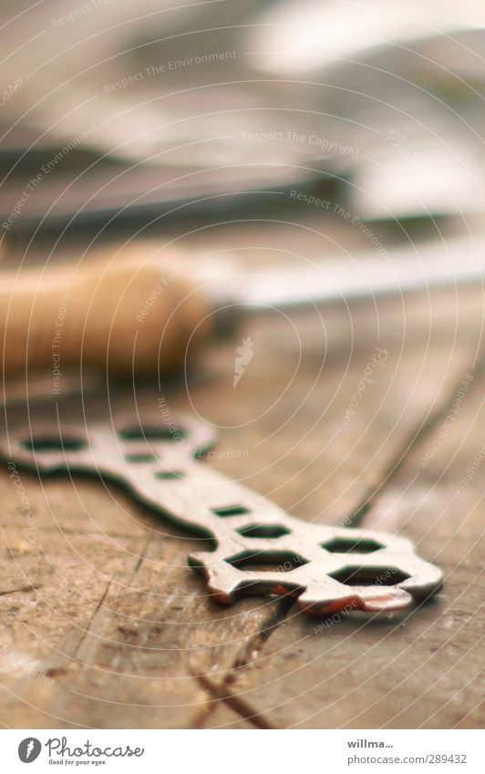 mutterns schlüsselerlebnis heimwerken Berufsausbildung Werkstatt Handwerk Werkzeug historisch braun Nostalgie Mutternschlüssel Schraubenschlüssel Hobelbank