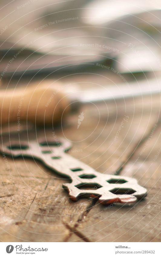 Mutterns Schlüsselerlebnis heimwerken Mutternschlüssel Schraubenschlüssel Berufsausbildung Werkstatt Handwerk Werkzeug historisch braun Nostalgie Hobelbank