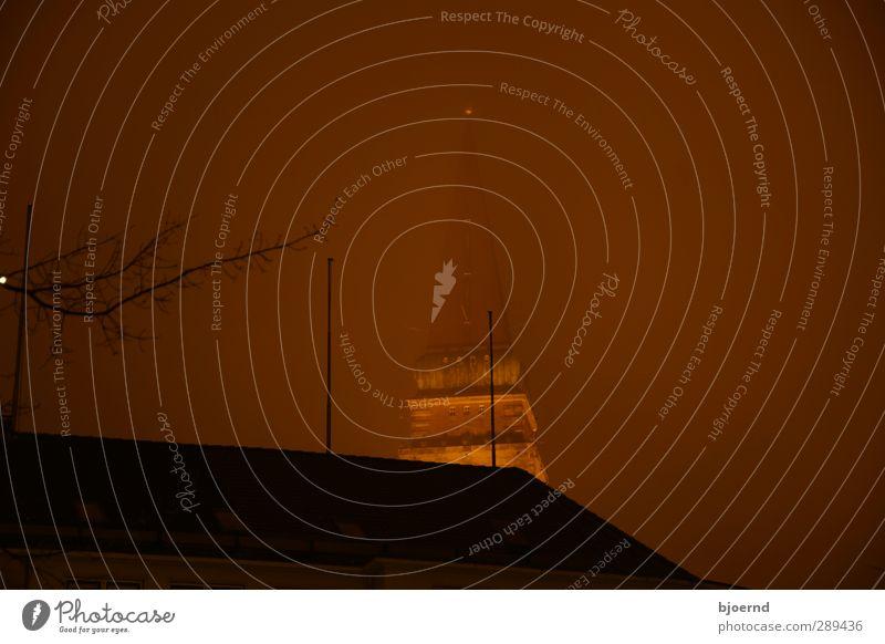 Dunstiger Kieler Rathausturm Stadt rot Einsamkeit kalt Wärme braun Metall orange Nebel leuchten nass Warmherzigkeit Turm Skyline Fernweh Wahrzeichen