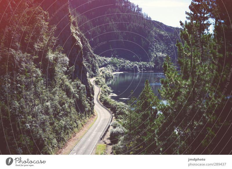 straße Wasser grün schön Sommer Landschaft Wald Umwelt Straße See natürlich Unendlichkeit Autobahn