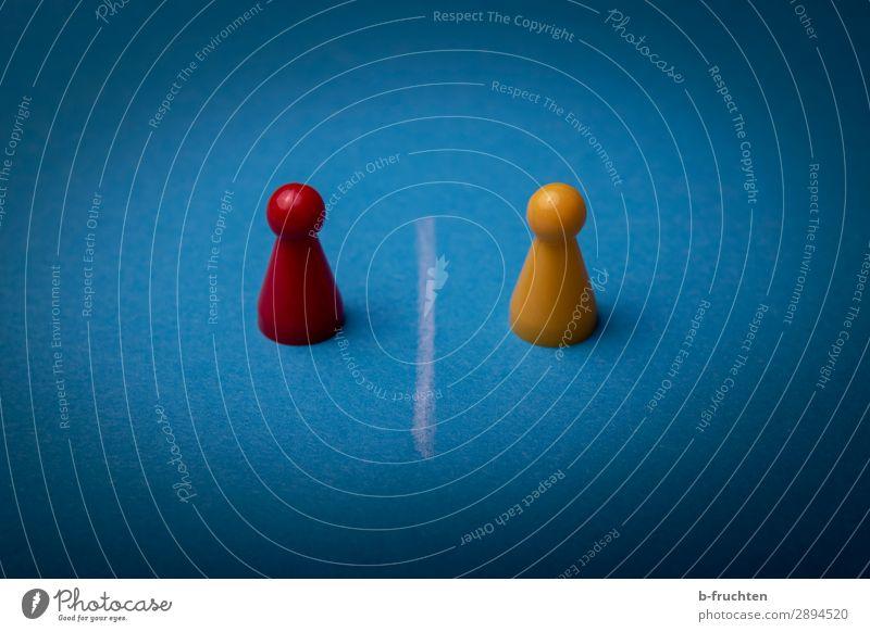Duell Mensch blau rot gelb sprechen Business Spielen Linie Kommunizieren Erfolg beobachten Zeichen Team wählen Spielzeug Beratung
