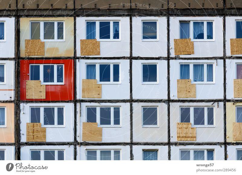 Platte Magdeburg Deutschland Sachsen-Anhalt Europa Stadt Stadtzentrum Menschenleer Haus Gebäude Fassade Balkon Fenster hässlich grau Häusliches Leben Plattenbau