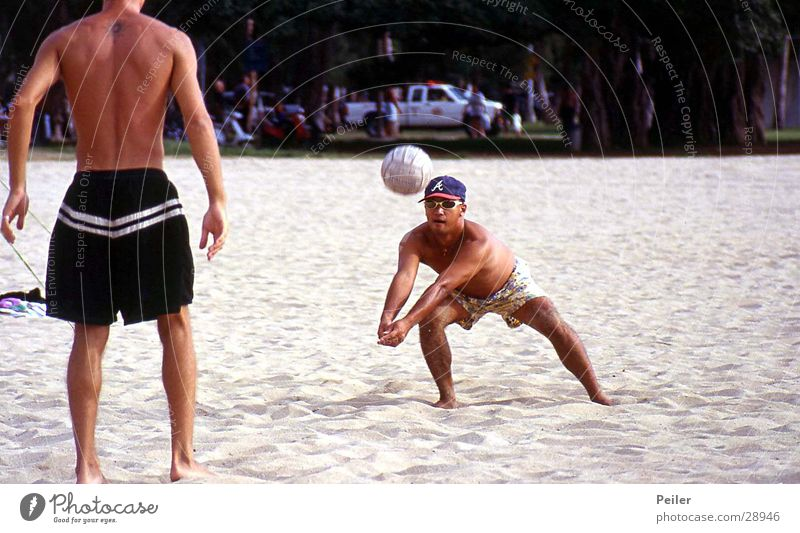 Beachvolleyball auf Hawaii Strand Sport Sand Ball Volleyball