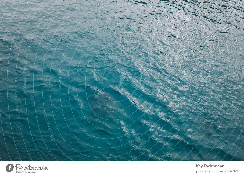blaue Meeresoberfläche übersichtlich Wasser Muster winken Sommer Oberfläche MEER Natur Licht Textur Hintergrund glänzend Tapete Rippeln tief hell Farbe
