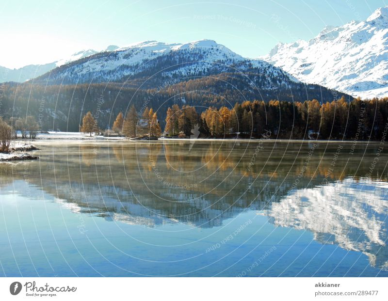 Berge mit Puderzucker Himmel Natur blau Wasser weiß Pflanze Baum Winter Landschaft Umwelt Berge u. Gebirge Küste See hell Felsen wild