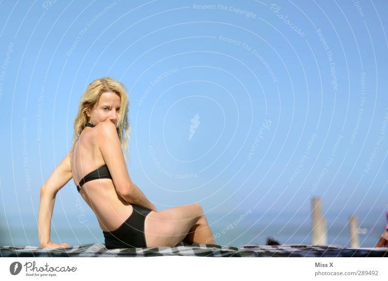 Sommer ;-) Mensch Frau Jugendliche Ferien & Urlaub & Reisen Sonne Meer Strand Erwachsene Junge Frau feminin Gefühle Küste 18-30 Jahre Körper blond