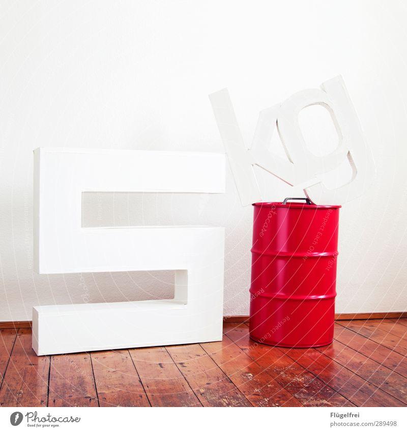 5 kg Container Ziffern & Zahlen weiß wiegen Gewicht schwer Parkett Altbau Innenarchitektur rot Typographie Buchstaben hell Karton Farbfoto Innenaufnahme