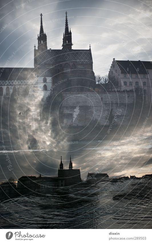 Weltuntergang | Das jüngste Gericht Luft Wasser Himmel Wolken Flussufer Rhein Basel Stadt Stadtzentrum Skyline Kirche Turm Gebäude Kirchturm Sehenswürdigkeit