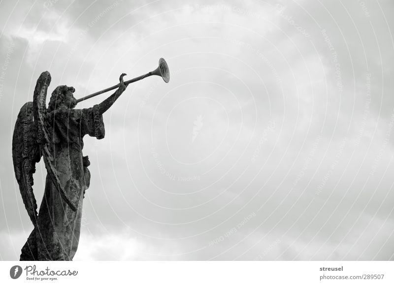 Weltuntergang? | keine Angst Kunst Skulptur Himmel Wolken Stein Zeichen Engel grau Hoffnung Glaube Trauer Tod Ende Endzeitstimmung Erwartung Ewigkeit