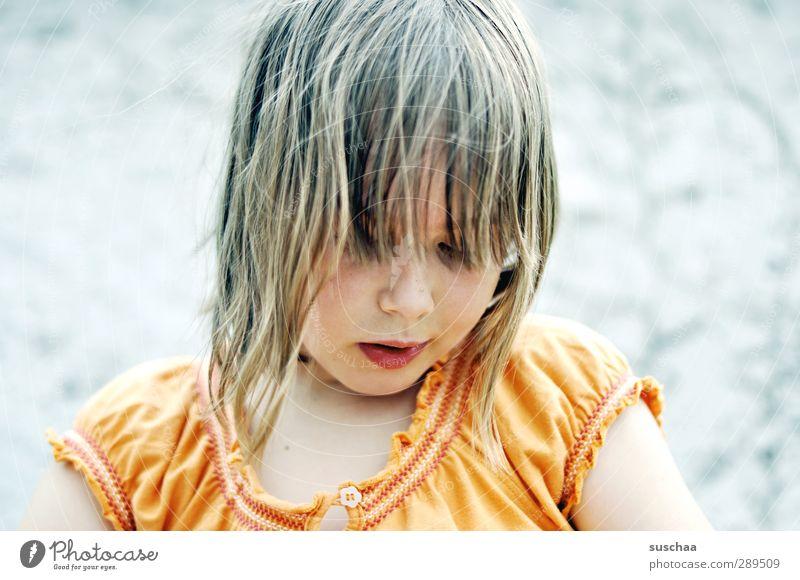 hexle feminin Kind Mädchen Kindheit Haut Kopf Haare & Frisuren Gesicht Nase Mund Lippen 1 Mensch 3-8 Jahre Gesundheit orange T-Shirt Stoff Pony Außenaufnahme