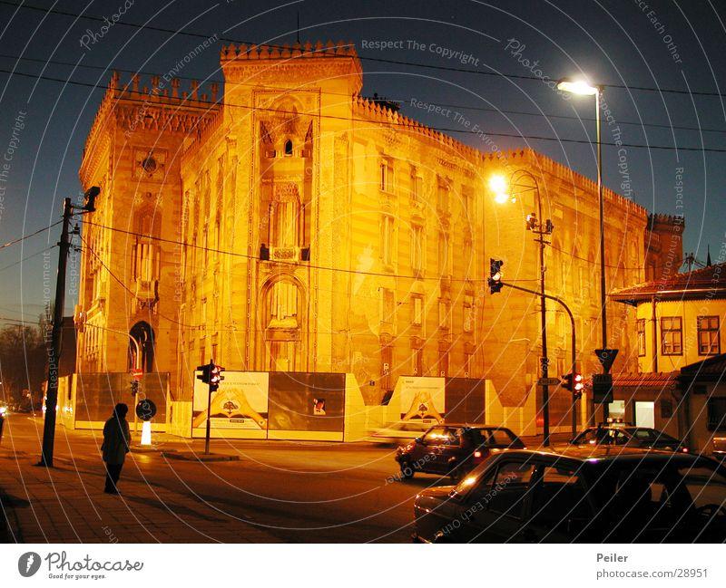 Nationalbibliothek Sarajevo 1 Gebäude orange historisch Abenddämmerung Nachtaufnahme Bibliothek