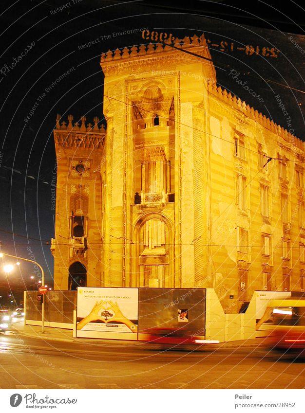 Nationalbibliothek Sarajevo 2 Nachtaufnahme Abenddämmerung Gebäude Architektur orange
