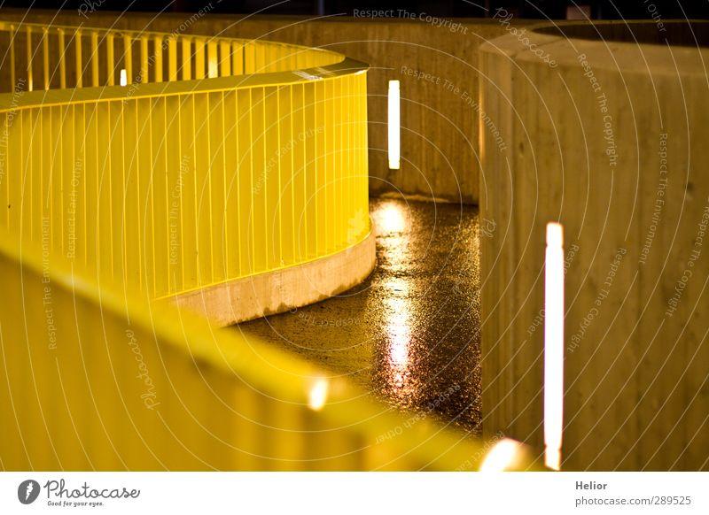Gelbe Rampe Stadt gelb Wege & Pfade Architektur Gebäude Metall Treppe modern Beton Dorf Treppengeländer Fußgänger Parkhaus Licht Nacht