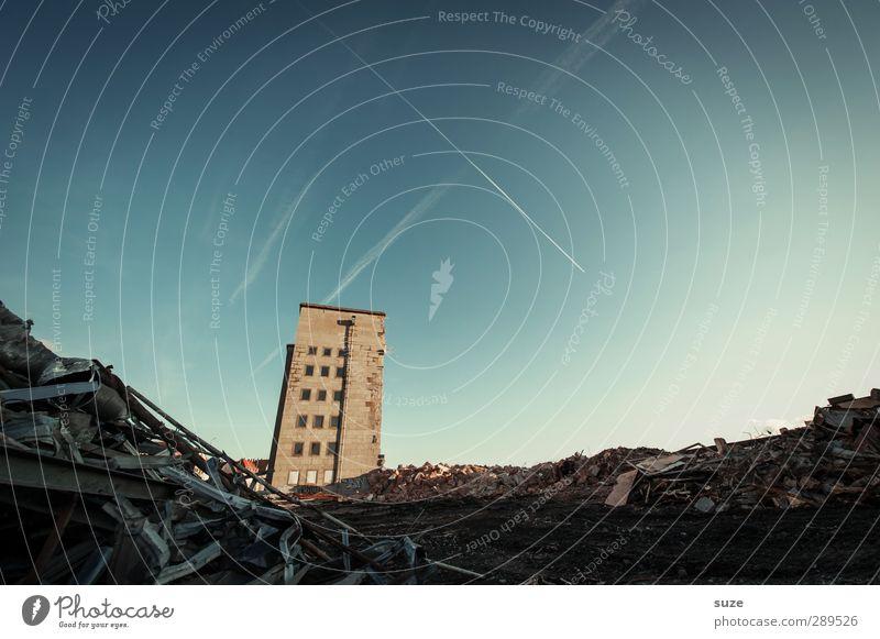 Weltuntergang | Der Aufstand Himmel Stadt Haus Umwelt Fenster Architektur Gebäude Stein Fassade stehen Schönes Wetter einzeln kaputt Vergänglichkeit Baustelle