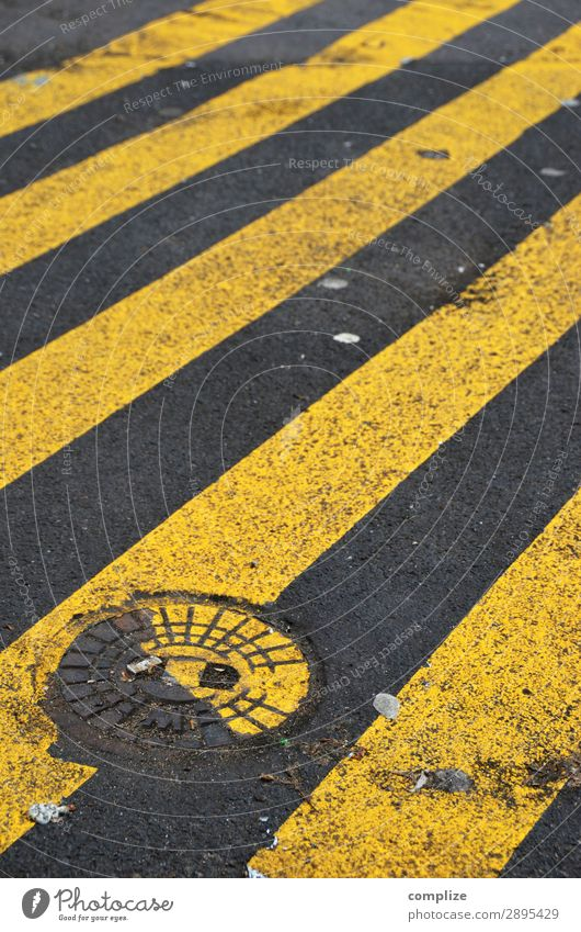 Something Wrong Stadt Straße Hintergrundbild gelb Linie PKW Verkehr Schilder & Markierungen Fahrradfahren Platz Hinweisschild bedrohlich Zeichen Baustelle