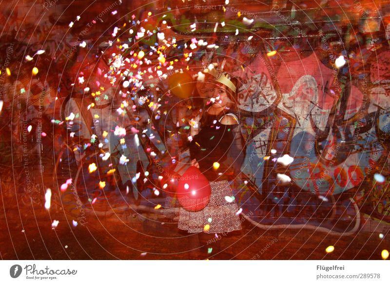 250 | Silvester kann kommen! Mensch Jugendliche Erwachsene Junge Frau Graffiti Wand feminin Mauer Glück Feste & Feiern Party 18-30 Jahre Geburtstag Luftballon