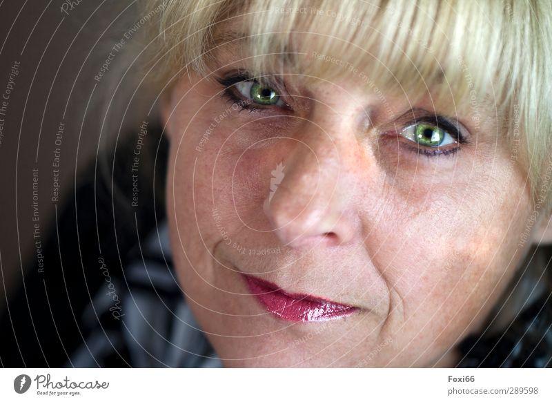 Ach nee... doch nicht / das leuchten in den Augen feminin Frau Erwachsene Freundschaft Kopf Gesicht 1 Mensch 45-60 Jahre blond schön natürlich stark grün rot