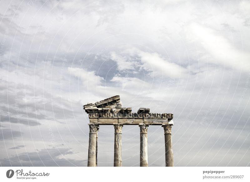Ach nee, doch nicht | aber dieses Problem bleibt Ferien & Urlaub & Reisen alt Stadt Sommer Wolken Ferne Wand Architektur Mauer Stein Tourismus Ausflug kaputt Vergänglichkeit historisch Verfall