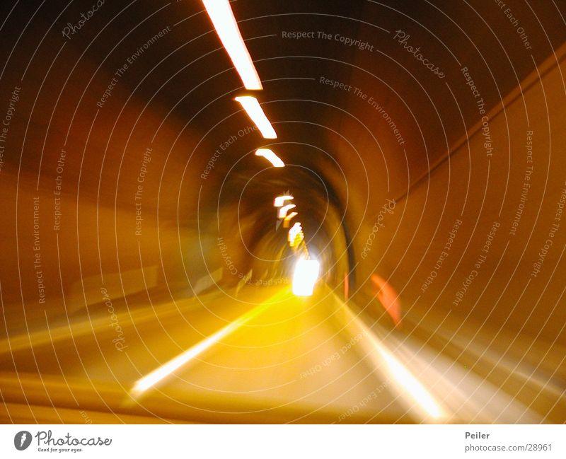 Speed im Tunnel Licht Langzeitbelichtung gelb Tunnelblick Reaktionen u. Effekte orange