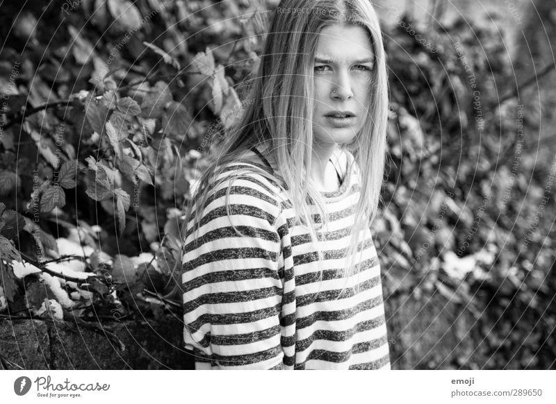 du Mensch Natur Jugendliche schön Erwachsene Junge Frau Umwelt 18-30 Jahre Streifenpullover