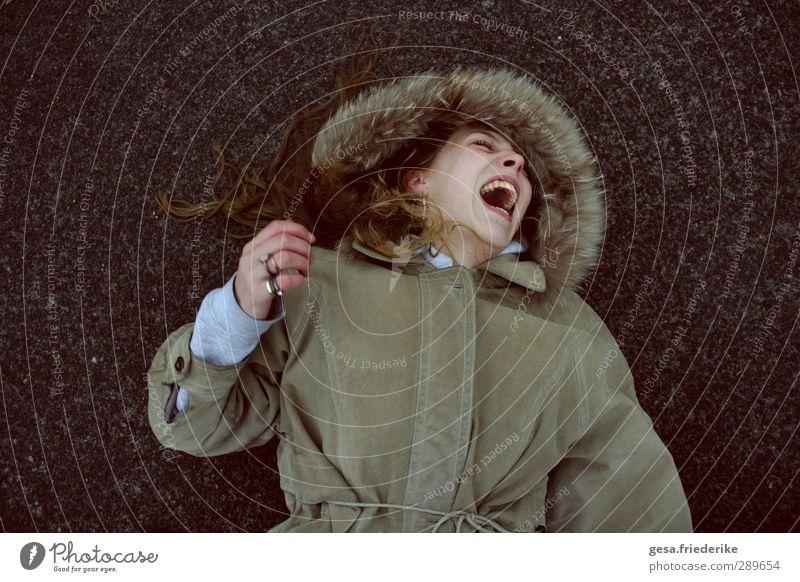 DAS LACHEN Jugendliche Freude Erwachsene Junge Frau lachen Architektur Freiheit Glück 18-30 Jahre Gesundheit liegen wild Design Warmherzigkeit Fitness Bildung