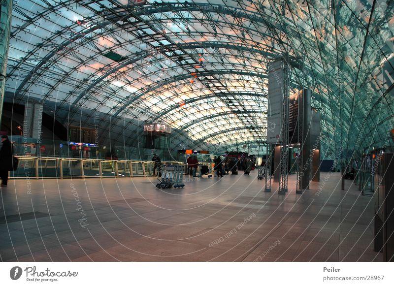 Sundown at FFM Airport Sonnenuntergang Kuppeldach Vorhalle Architektur Flughafen Lagerhalle Glas Metall