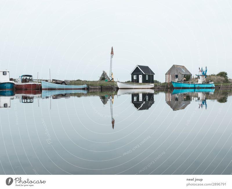 Ich sehe doppelt Ferien & Urlaub & Reisen blau Wasser Landschaft Einsamkeit ruhig kalt grau Zufriedenheit ästhetisch Seeufer Sehnsucht Wolkenloser Himmel